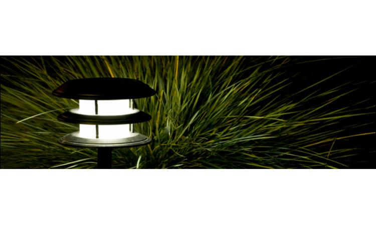 Осветлението в градината слез залез